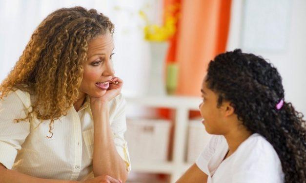 Tips Membicarakan Haid Pertama dengan Putri Anda
