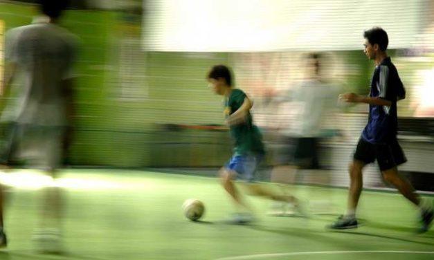Inilah Bahaya Olahraga Futsal Malam Hari!