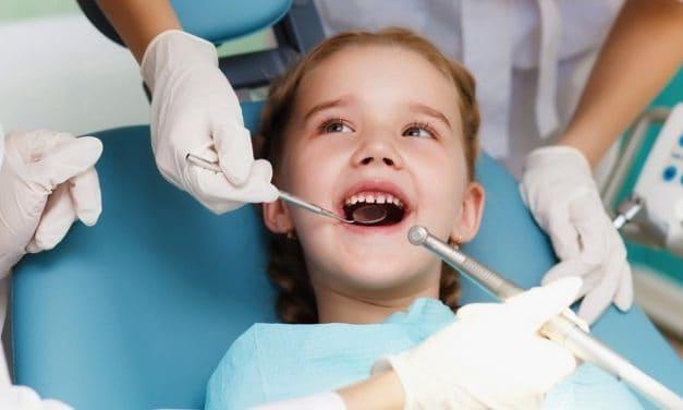 Inilah Caranya Mengobati Gigi Berlubang pada Anak!
