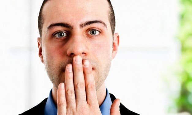 Kenapa Anda Mengalami Bau Mulut saat Berpuasa?