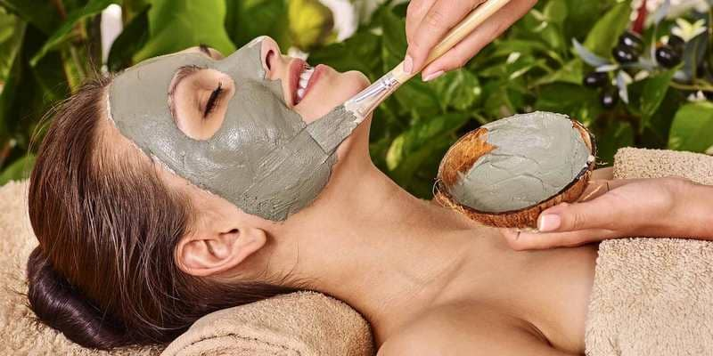 4 Cara Membuat Masker Wajah Alami Sesuai Kebutuhan Kulit Anda