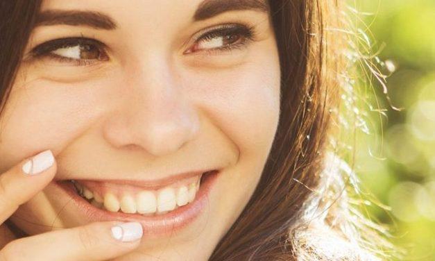 10 Cara Menghilangkan Plak dan Karang Gigi secara Alami