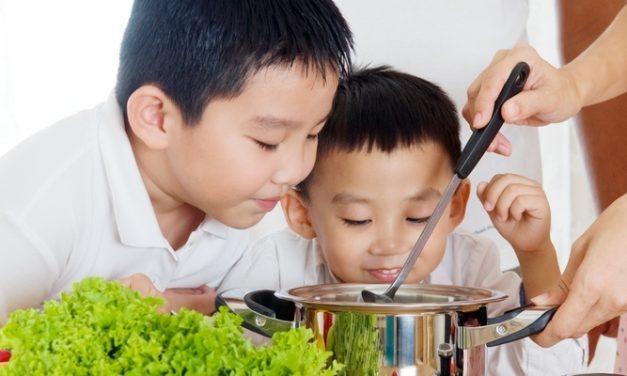10 Makanan Terbaik untuk Tumbuh Kembang Anak