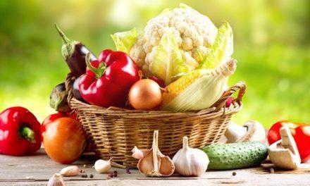 Haruskah Kulit Buah atau Sayur Dikupas Sebelum Dimakan?