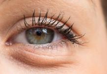 kantung mata bengkak - penyebab kantung mata - cara alami menghilangkan kantung mata - masker kantung mata