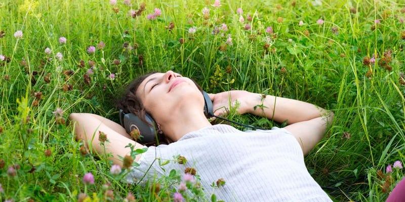 mengatasi kelelahan dengan rileks