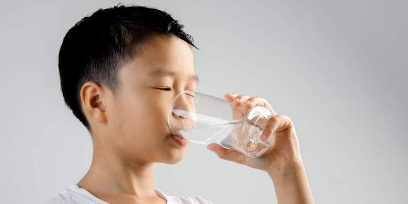 mencegah dehidrasi akibat infeksi saluran pencernaan