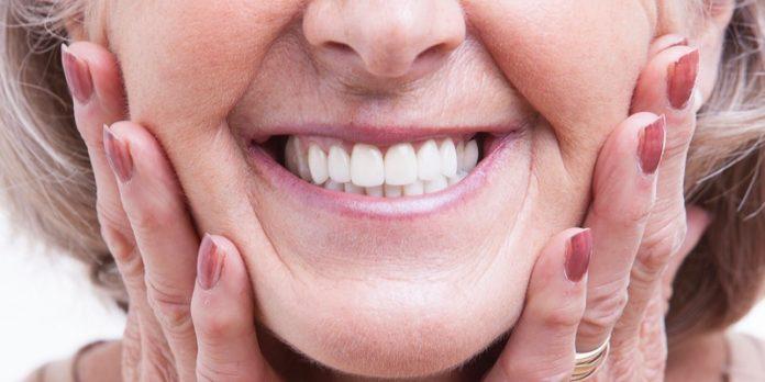 Gigi Palsu yang Pas Mempercantik Penampilan